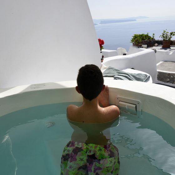 1-cave-house-with-jacuzzi